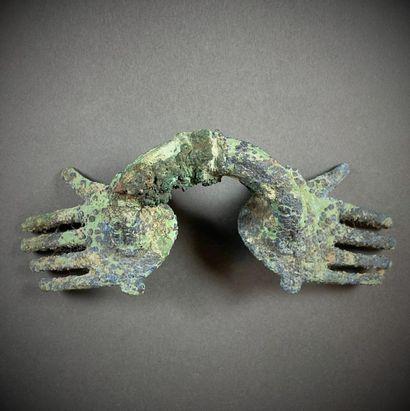 Poignée à décor d'une paire de mains, Egypte,...
