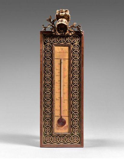 32- Thermomètre en bois laqué et doré à décor...