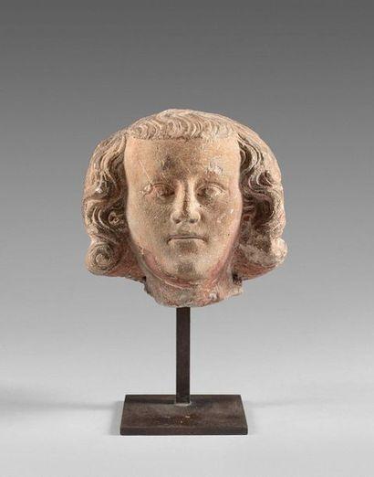 39- Sculpture en pierre avec traces de polychromie...