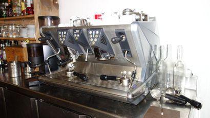 51- Machine à café...