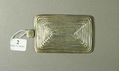 2- Important pendentif en métal