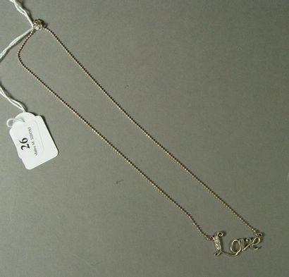 26- Chaîne en argent et son pendentif ''Love''...
