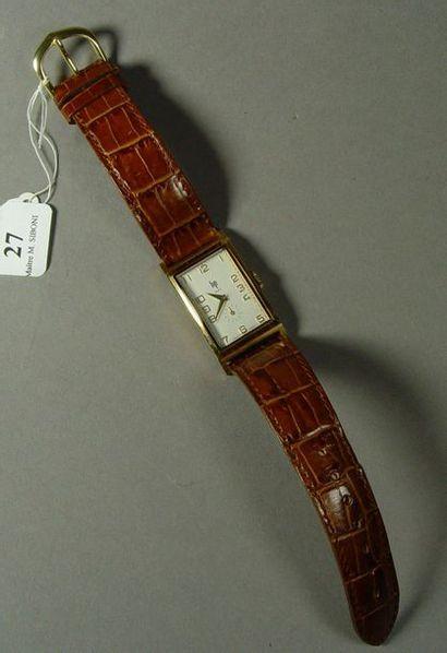 27- LIP  Montre d'homme en métal doré  Bracelet...
