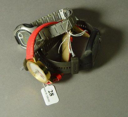 28- Lot de trois montres : 2 Casio et 1 ...