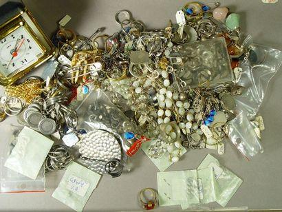 31- Lot de bijoux fantaisie et bijoux en...