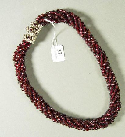 37- Collier torsadé 6 rangs de perles de...