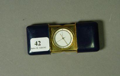 42- TIFFANY  Pendulette de voyage en métal...