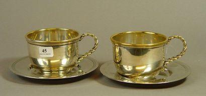 45- Deux tasses et leur soucoupe en métal...