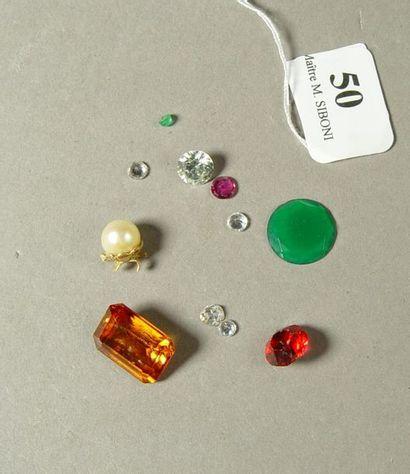 50- Lot de pierres fantaisie et perle monture...