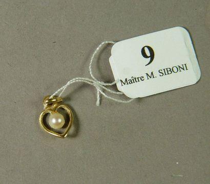 9- Pendentif ''coeur'' en or jaune serti...