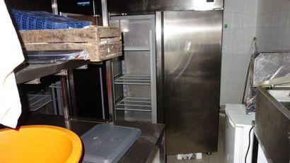 N° 10     2 armoires réfrigérées 2 portes...