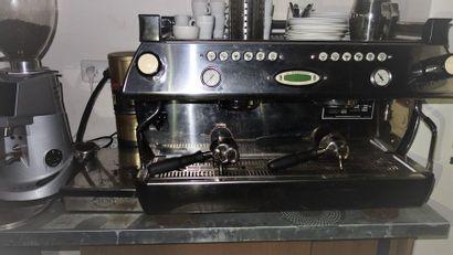 N°2   1 Machine à café LA MARZOCO 2 groupes...