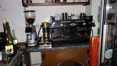 N°2   1 Machine à café LA MARZOCO 2 groupes 1 moulin à café