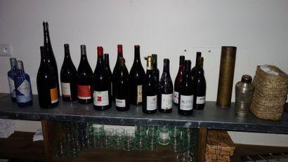 N° 4     Lot d'environ 120 bouteilles de vins dont :   Gamay, Mas FOULAQUIER,...