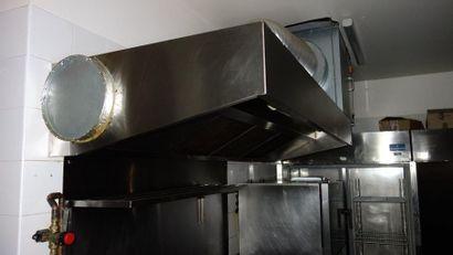 CUISINE     N°9     1 évier 1 bac INOX   1 Comptoir 2 étagères   1 meuble...