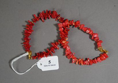 5- Deux bracelets en bâtonnets de corail