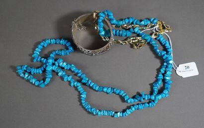 20- Sautoir en turquoise  On y joint un bracelet...