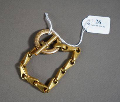 26- CELINE (?)  Bracelet en métal doré