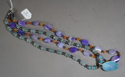 3- Sautoir en hématites et perles noires,...