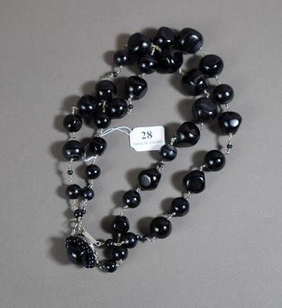 28- Collier deux rangs de perles noires
