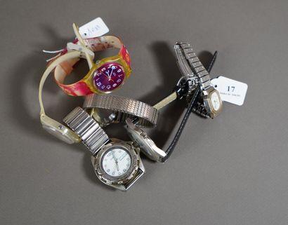17- Lot de six montres diverses : Swatch,...