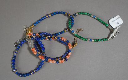 7- Cinq bracelets fantaisie en lapis-lazuli,...
