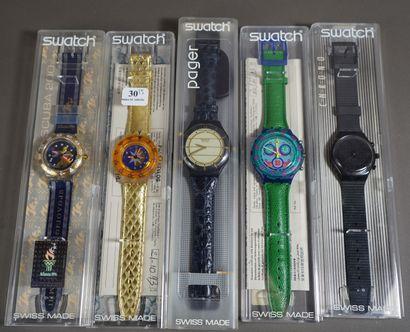 30- SWATCH  Lot de cinq montres vintage dans...