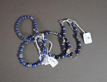 8- Quatre bracelets fantaisie en lapis-l...