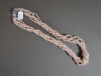 15- Collier torsadé de cinq rangs de perles...