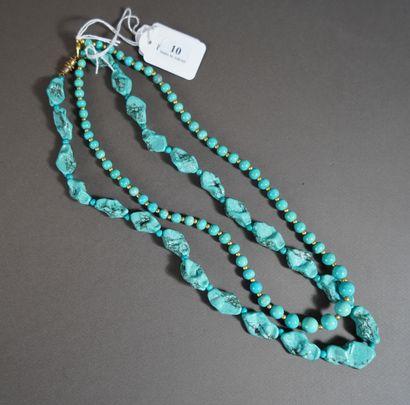 10- Deux colliers turquoise L : 55 cm et...