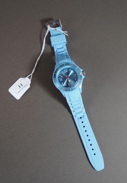 11- ICE-WATCH Montre bleue étanche