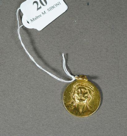 20- Médaille religieuse en or Pds : 3,7 ...