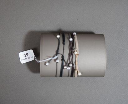 49- Lot de cinq petites bracelets rubans...