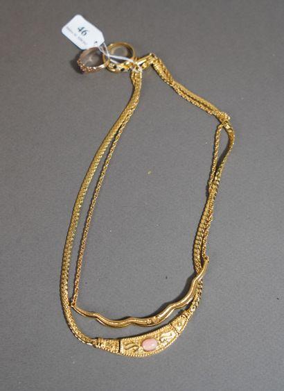 46- Collier Swarowski en métal doré et strass...