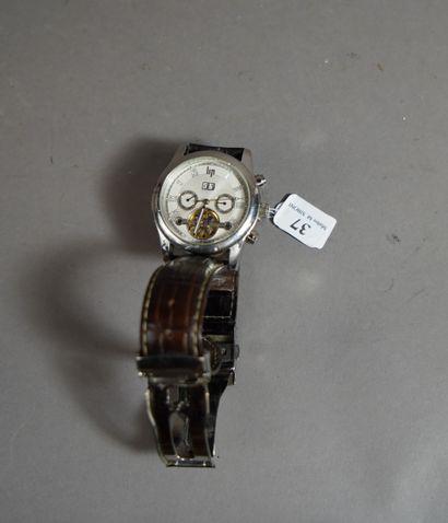 37- LIP Montre bracelet chronographe série...