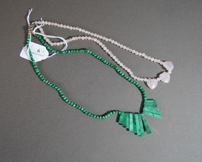 6- Collier en quartz rose et collier en malachite...
