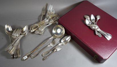 416- Ménagère en métal argenté comprenant...