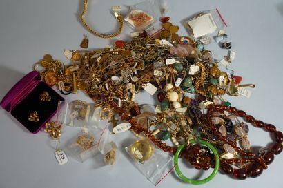 329- Important lot de bijoux plaqué or (Murat...