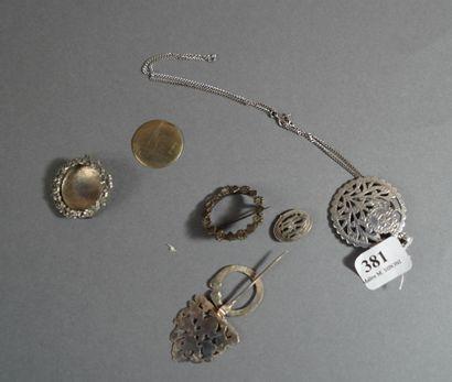 381- Petit lot en argent et métal argenté...