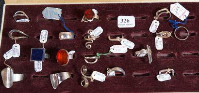 326- Ensemble de 19 bagues en argent dont...