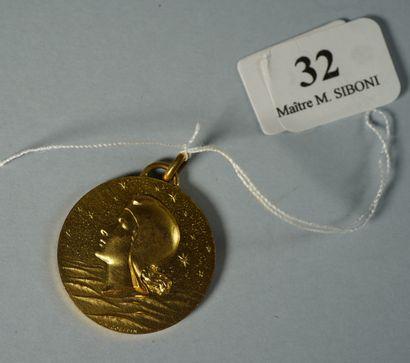 32- Monnaie de Paris  Pièce de 10 F en argent  On y joint trois médailles : ''Jacques...