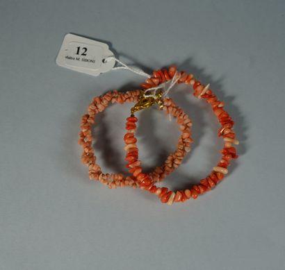 12- Deux bracelets en bâtonnets de corail