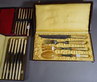 434- Douze couteaux à fruit, manches ivoire...