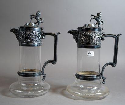 374- Paire d'aiguières en verre taillé  Montures...