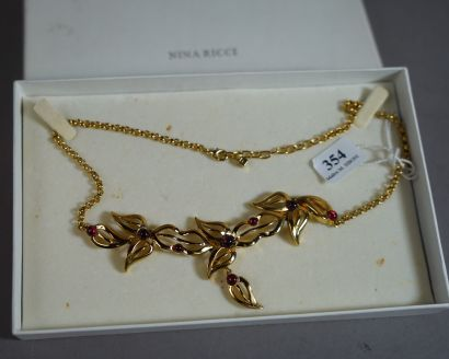 354- Nina RICCI  Collier en métal doré à...