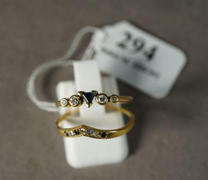 294- Deux bagues en or jaune serties de saphirs...