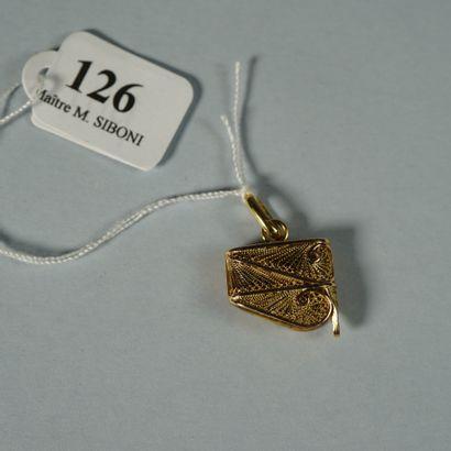 126- Breloque en or jaune  Pds : 3,6 g