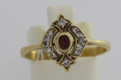 145- Bague en or ornée d'un rubis et de...