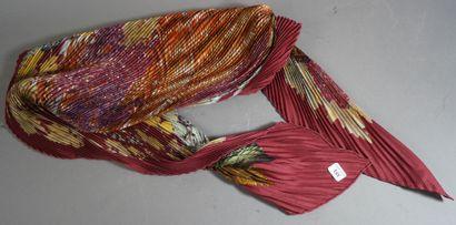 351- HERMES  Carré de soie plissée titré...