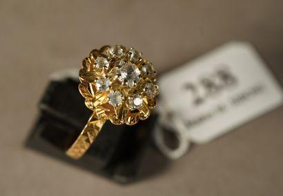 288- Bague en or jaune sertie de pierres...